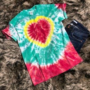 Tie dye valentines heart T-shirt size medium